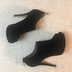 Vince Camuto black suede platform heels 8.5